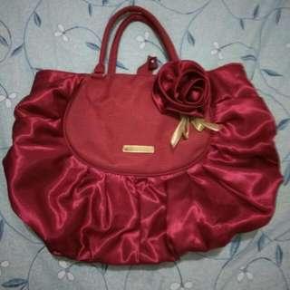 大紅花布包