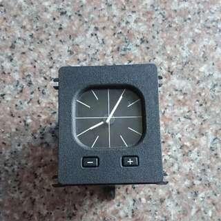 E30 指針式時鐘