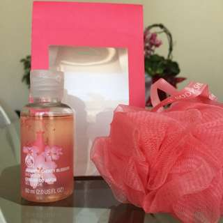 THE BODY SHOP JAPANESE CHERRY BLOSSOM KIT