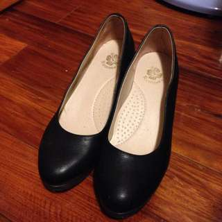 黑色皮質百搭高跟鞋23.5