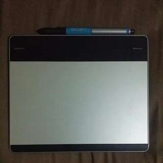 WTS Wacom Intuos Pen & Touch Small