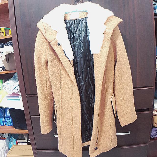 淺棕帽鋪毛毛尼外套
