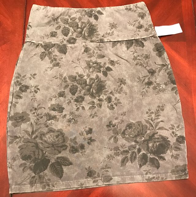 Aritzia Talula Floral Bodycon Skirt