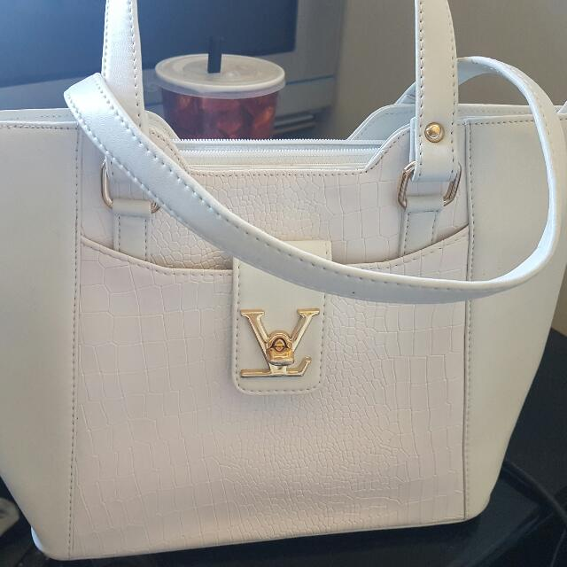 Brand New LV (Genuine Copy) Hand Bag Comes With An Additional Small Pouch