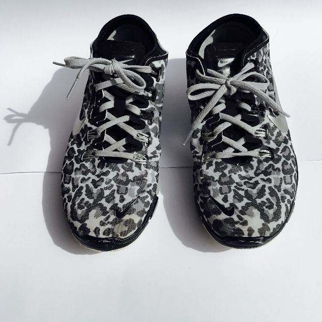 NIKE animal print free 5.0 Exclusive size 8