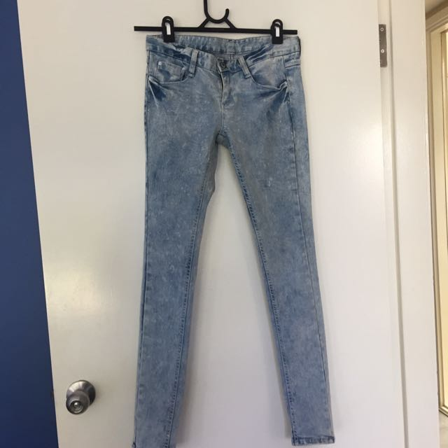 Wash Out Style Jeans