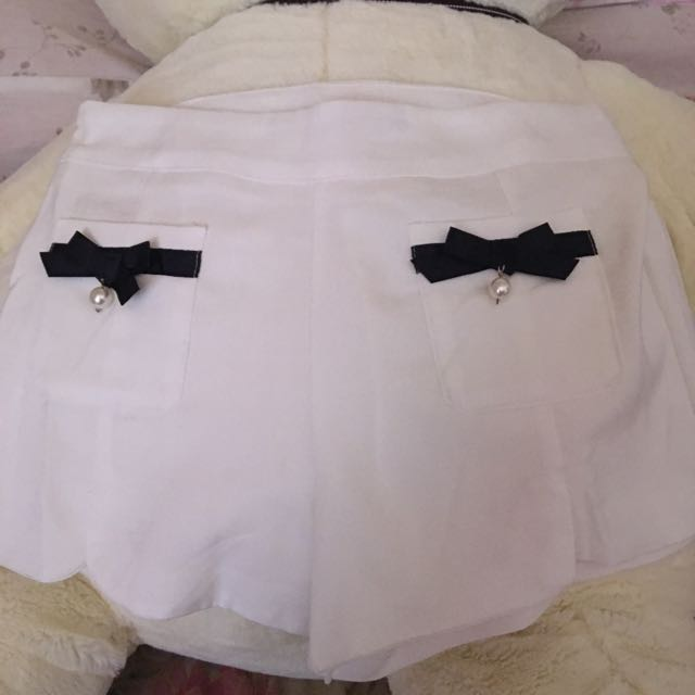 White Highwaist Shorts