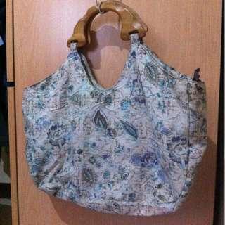 Sisidlan handbag with wooden handle
