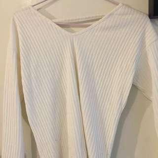 白色長袖衣