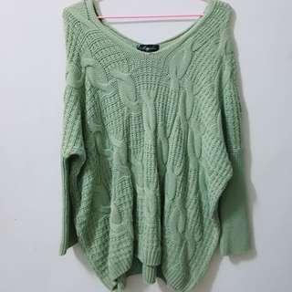綠色寬領口毛衣