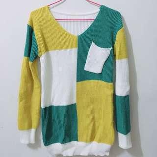 綠白黃拼接毛衣