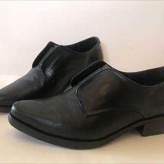 Park Ave brand black laceless leather oxfords