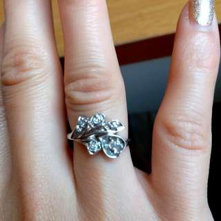 14k White Gold. 20 Kt Real Diamond Ring