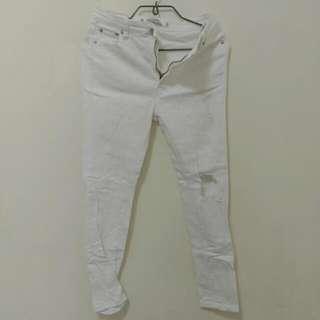 白色破洞彈性牛仔褲