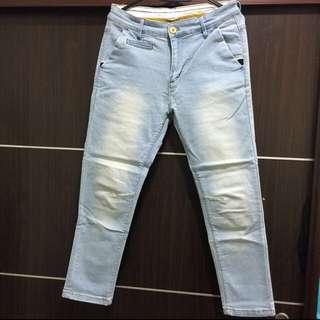 🔸淺藍刷白牛仔褲