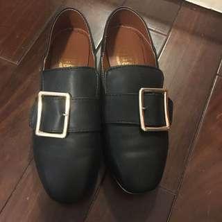 金屬釦皮鞋鞋