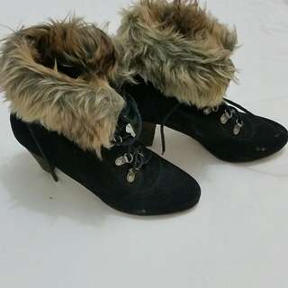 Suede Boots With Foldable Fur