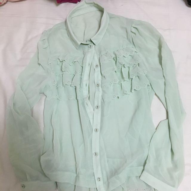 淺綠蕾絲襯衫