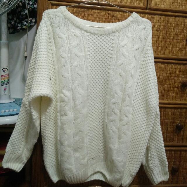 白色麻花針織毛衣
