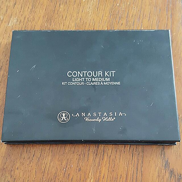 Anastasia Beverly Hills Light To Medium Contour Kit AUTHENTIC