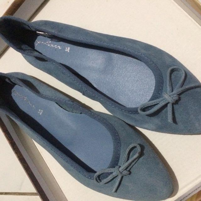 Blue Suede Flats (Flat Shoes) // Sepatu Flat Bahan Suede Warna Biru