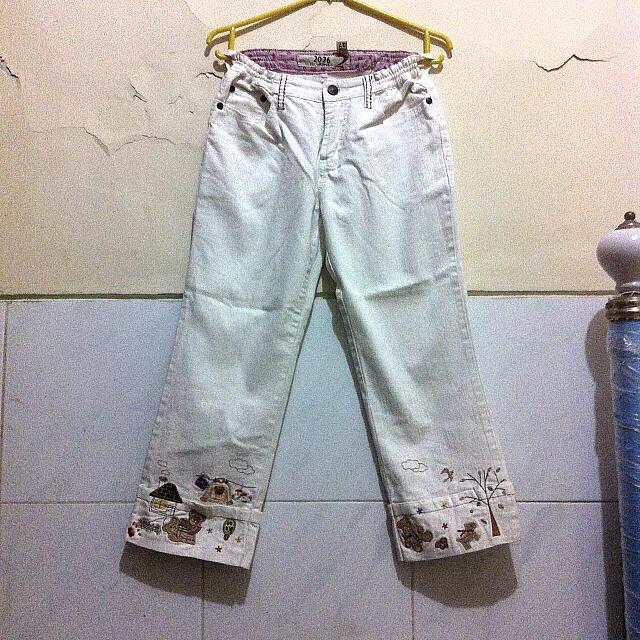 Celana Jean 3/4 Bordir Lucu Putih Tulang