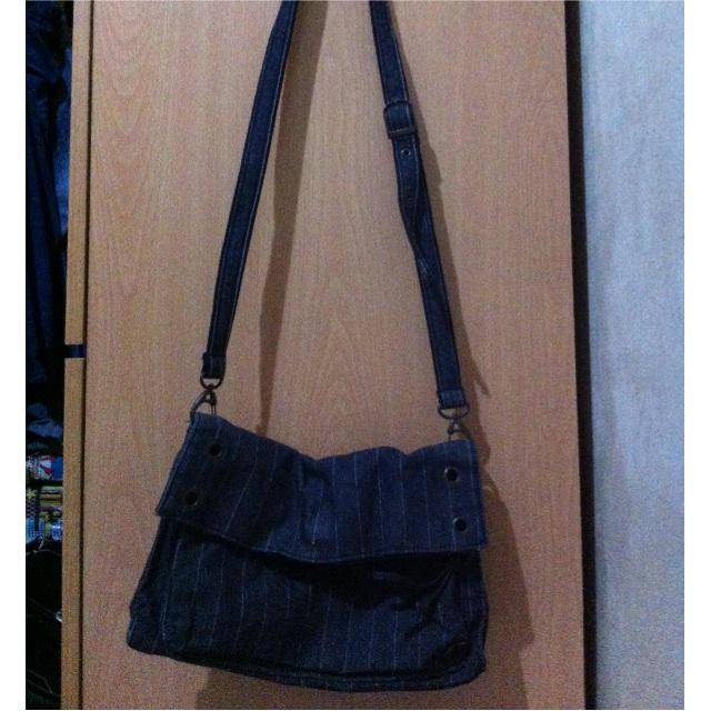 denim striped sling/bodybag