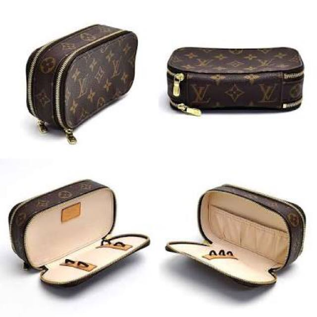 LV make up pouch ( brush )