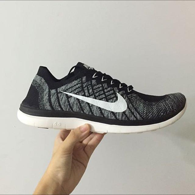 sports shoes 55da1 ad2b6 Nike Flyknit Free 4.0 Oreo