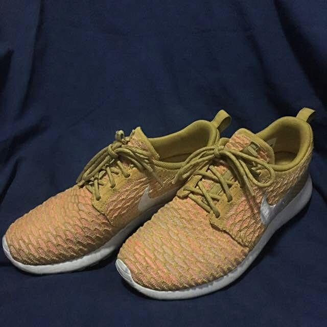 Nike Roshe Flyknit (Mustard Yellow)