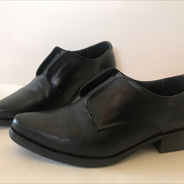 Park Ave brand black laceless leather oxfords