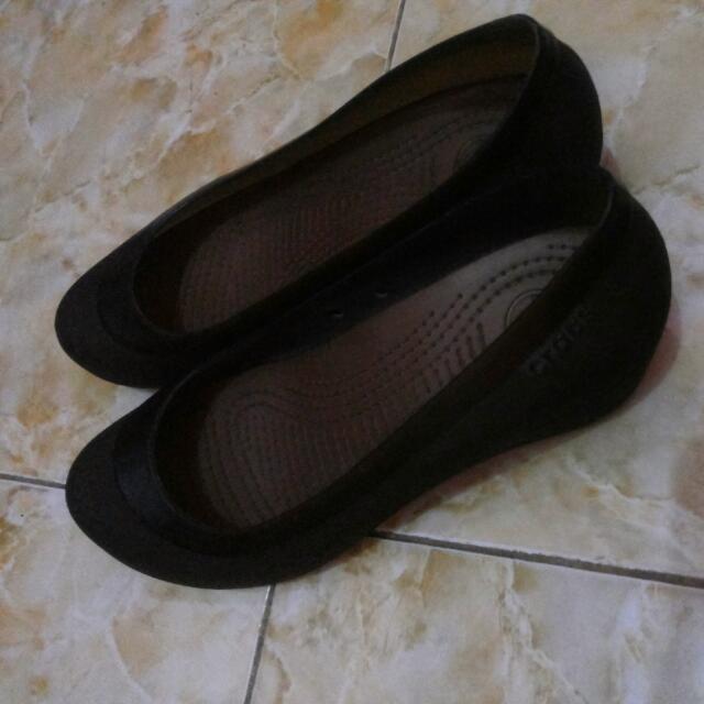 Sepatu Crocs Coklat Tua