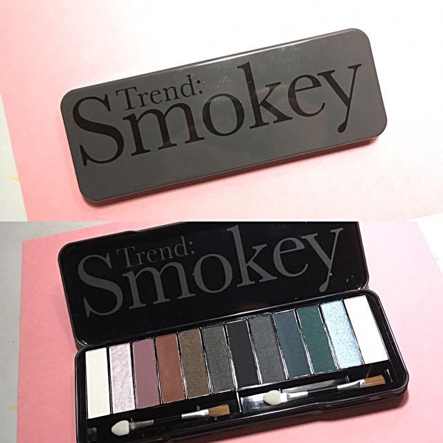 SALE!!! Smokey Eye Shadow Palette