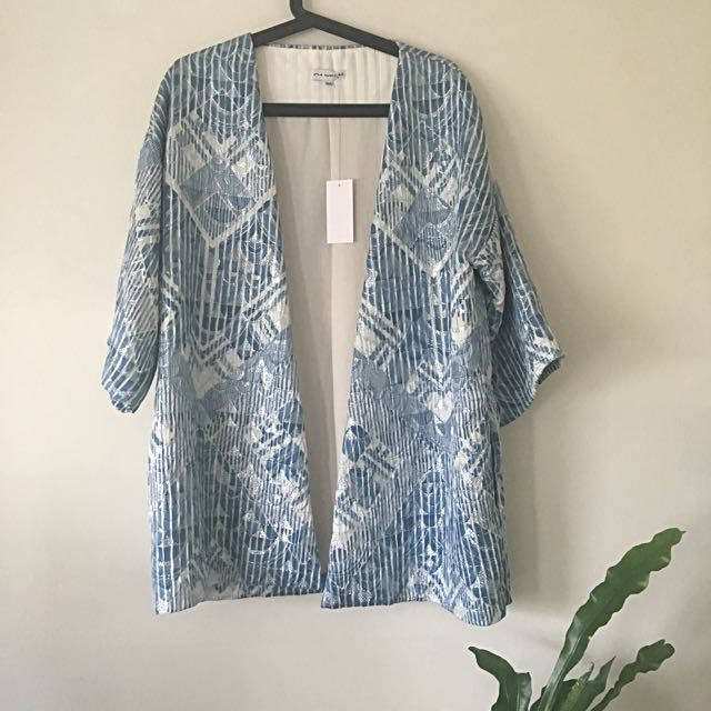 Stunning Quilted Blue And Silver Kimono Size M/L