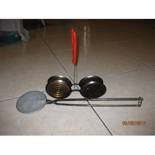 Traditional Kuih Mould Kapit And Cucur Udang Peralatan Dapur Di Carou