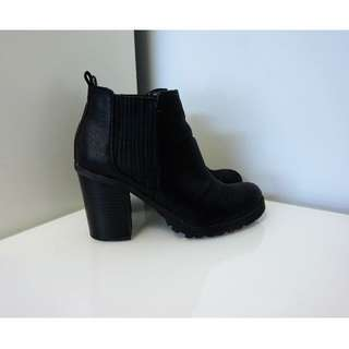 SAM & LIBBY Block Heel Ankle Booties (Size 7.5)