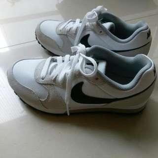 降!!! Nike MD Runner 2 米白 黑勾
