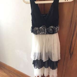 Black And White Tier Dress S Medium