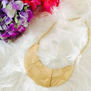 New Women Fashion Statement Necklace Bib Plate Design In Gold And Silver Colour Options