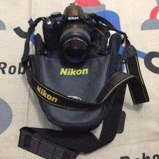 SLR nikon d3100 with tripod