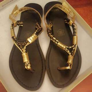 Novo Black & Gold Leather Sandals size 7