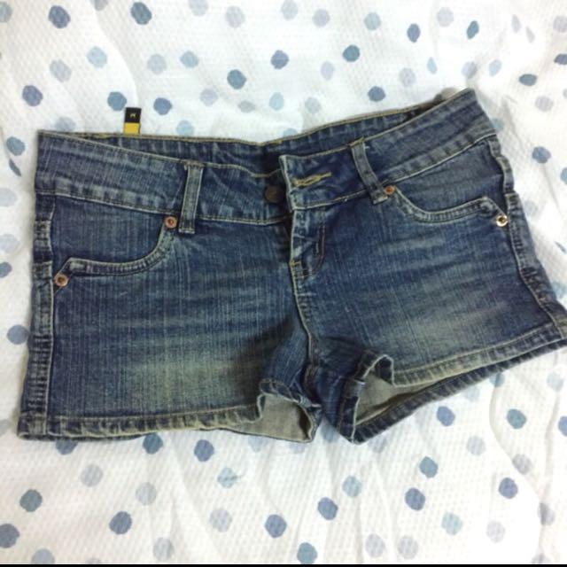 九成新 牛仔短褲