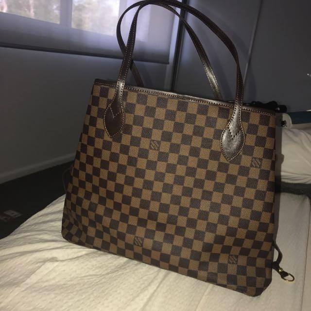 Brand New Louis Vuitton Handbag (Replica)