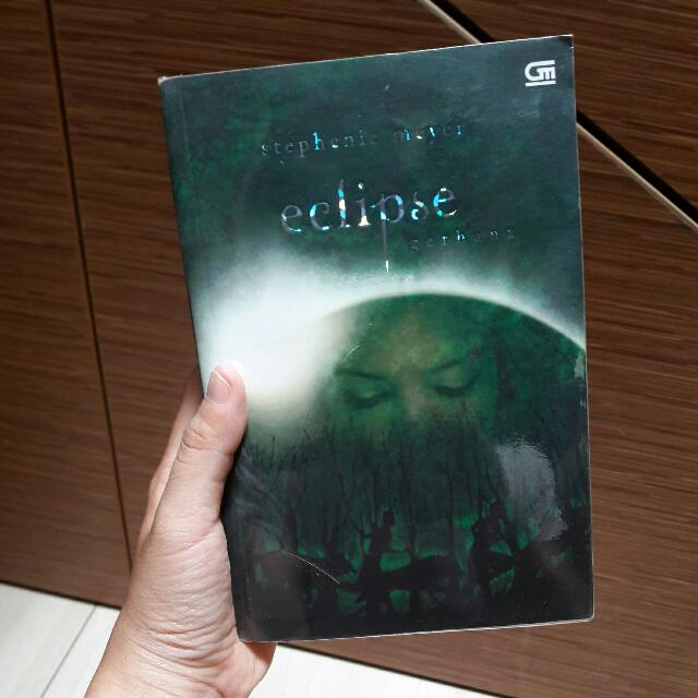 Eclipse by Stephenie Meyer - Indonesian
