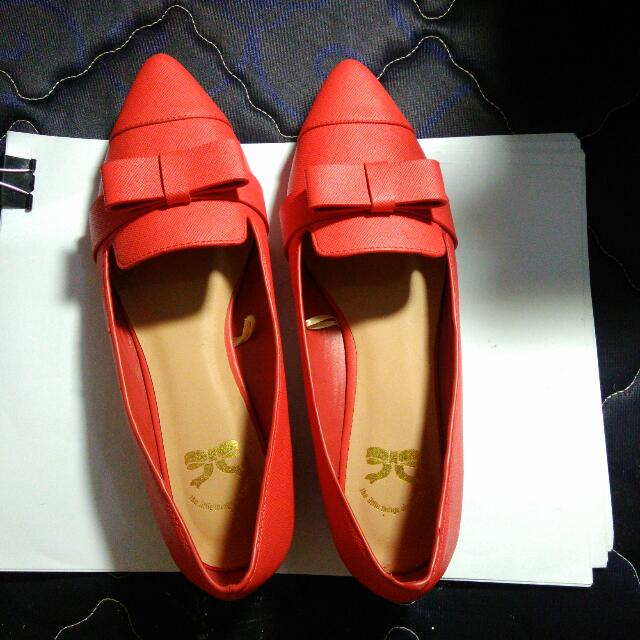 Flatshoes Merah The Little Things She Needs