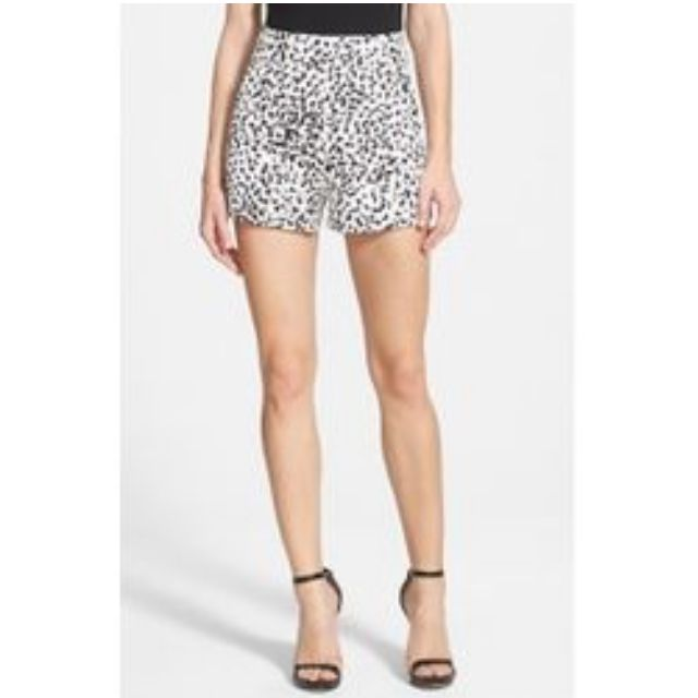 Keepsake The Label - Speechless Shorts in Abstract Spot Light (size XS)