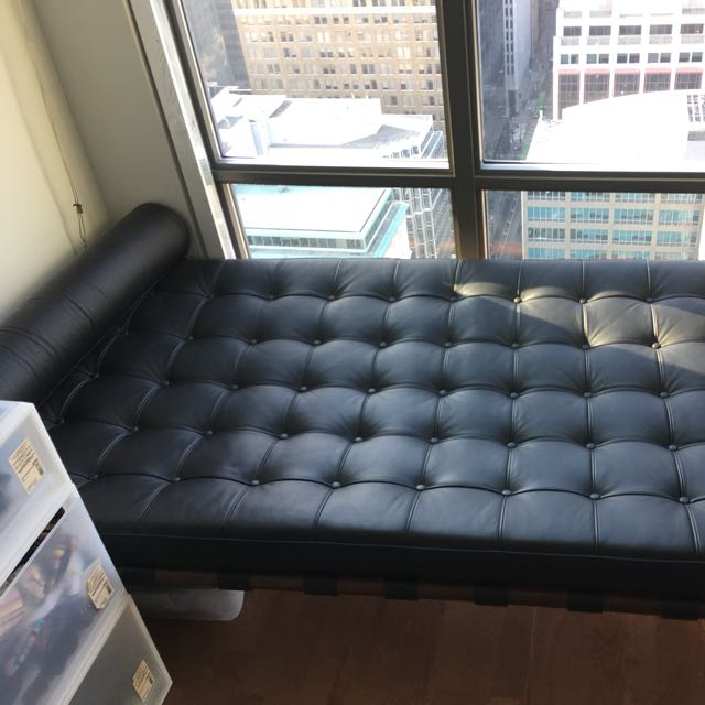 Leather Tufted Barcelona Daybed