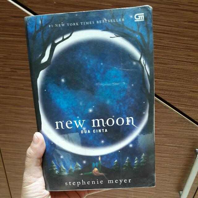 New Moon by Stephenie Meyer - Indonesian