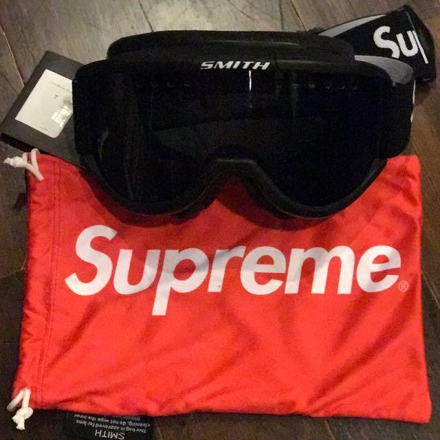 Supreme SMITH Cariboo OTG Ski Goggles (Black), Sports, Sports