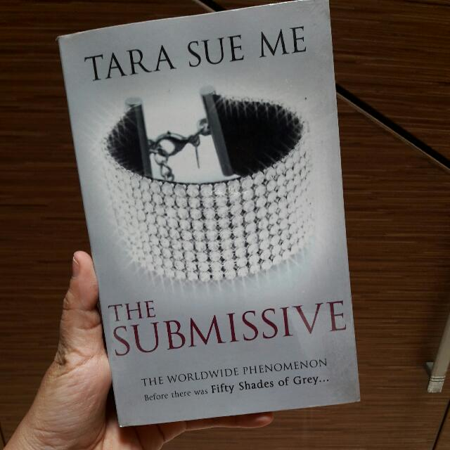 The Submissive by Tara Sue Me - English